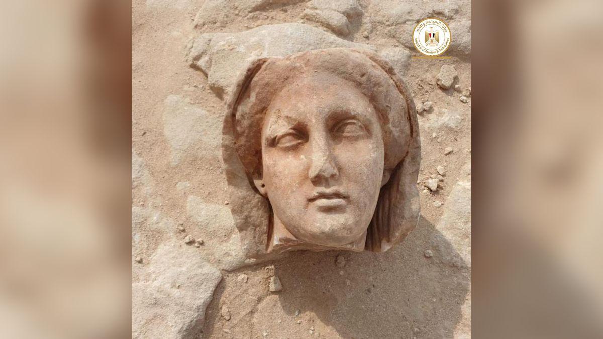 Momias con lenguas de oro son halladas en Alejandría.