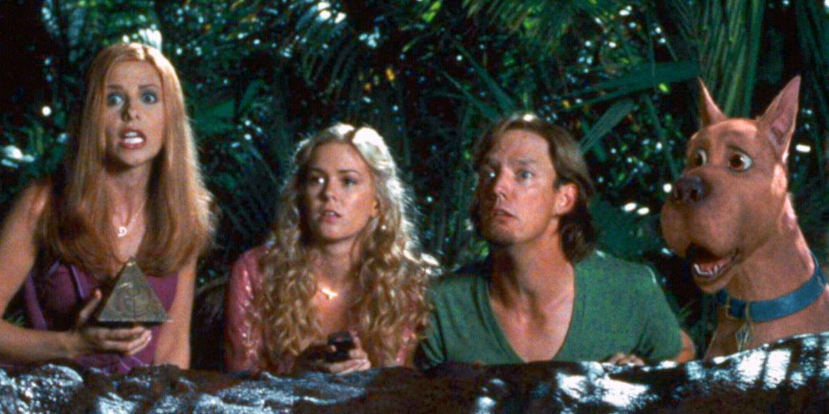 Sarah Michelle Gellar, Isla Fisher, Matthew Lillard, and Scooby-Doo in Scooby-Doo