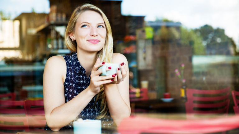 Single-shaming, Woman with drink in coffee shop