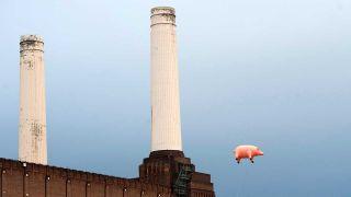 An inflatable pig above Battersea Power Station
