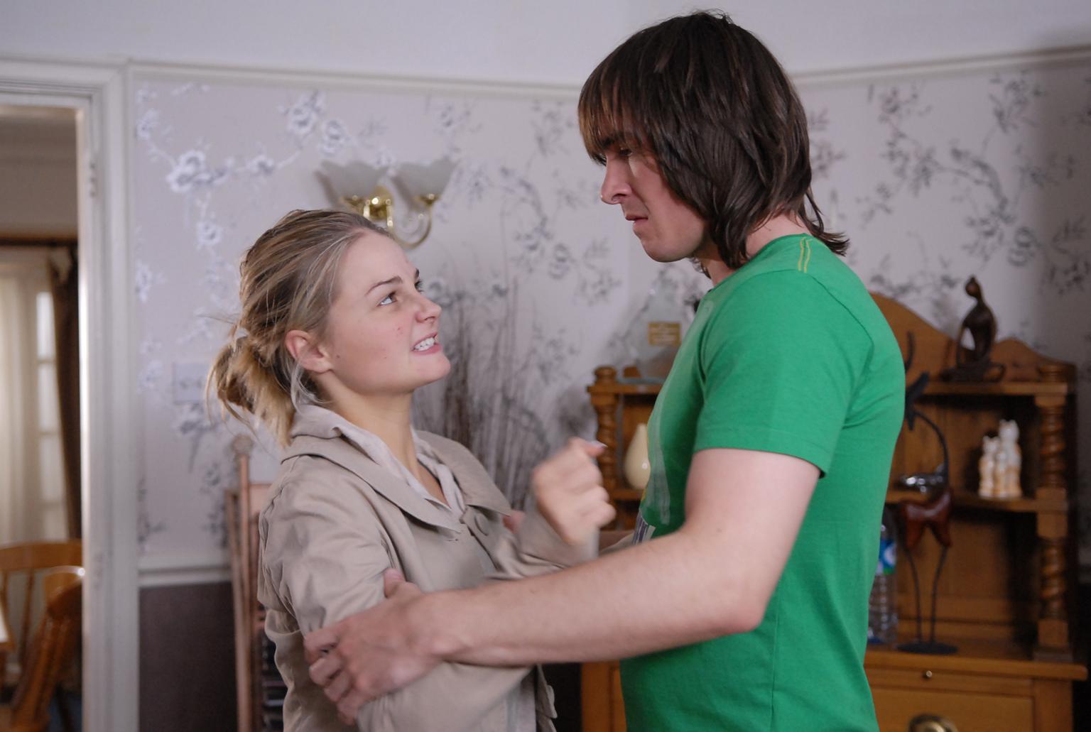 Hannah threatens Gilly