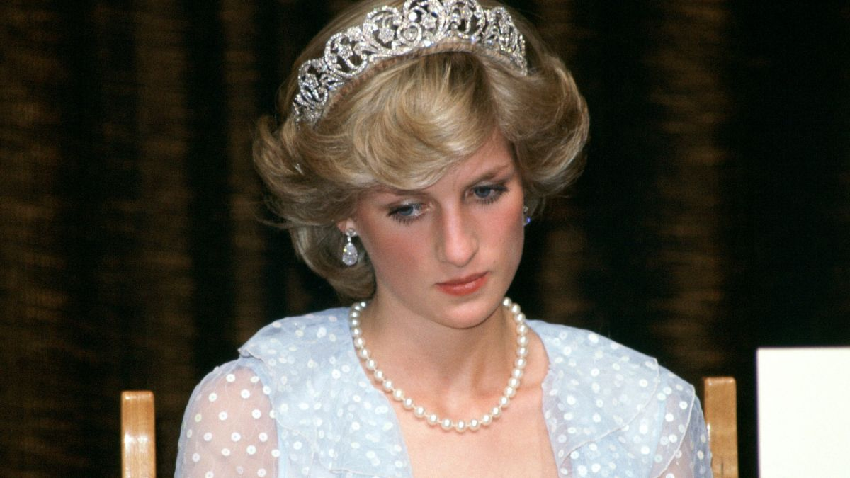 """Princess Diana would be """"totally heartbroken"""" and give Prince Harry a """"telling off"""" if she was alive today as sons lose thing most important to her"""