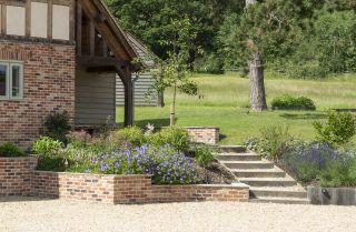 garden steps ideas with established plants