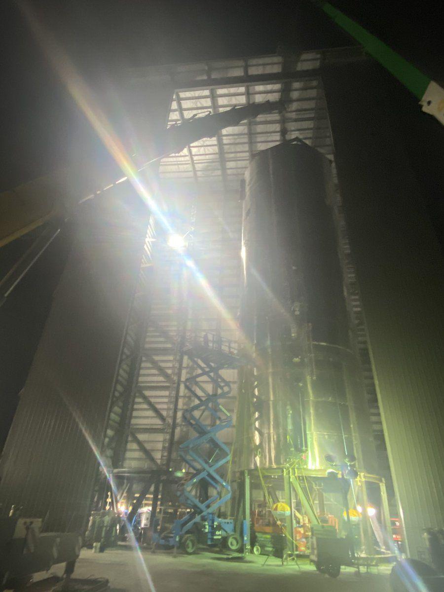 SpaceX stacks third Starship prototype ahead of testing (photos)