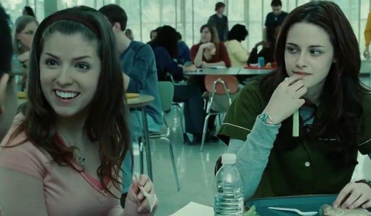 Anna Kendrick and Kristen Stewart in cafeteria scene in Twilight