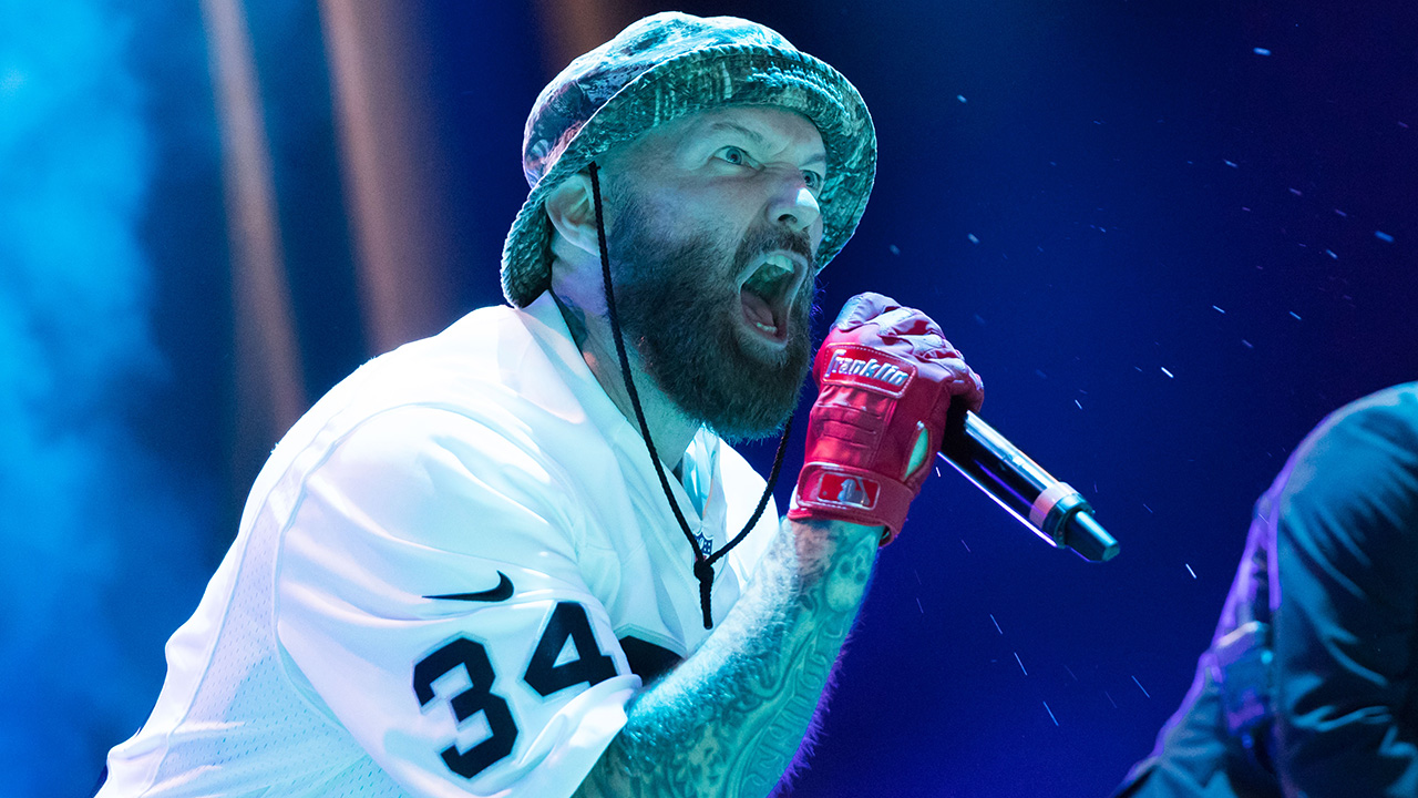 Watch Limp Bizkit hook up with Marilyn Manson and Billy Corgan at $3 show