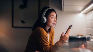 Rosetta Stone versus Duolingo: Image shows woman on phone