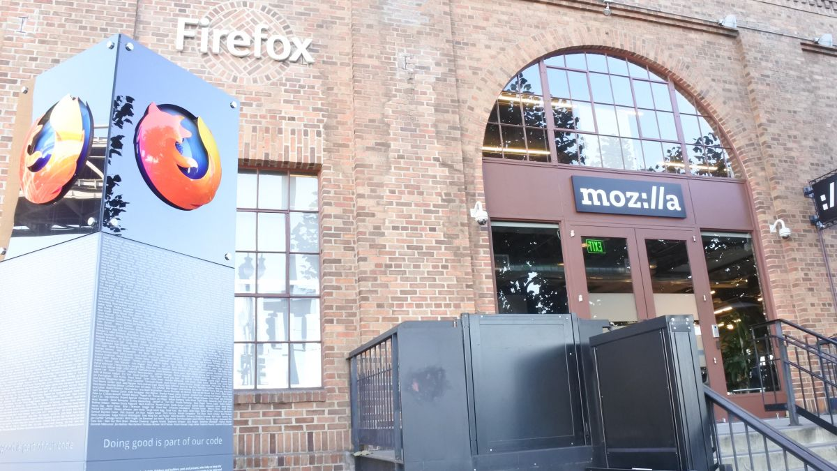 "Mozilla now charges for ""premium"" Firefox support"