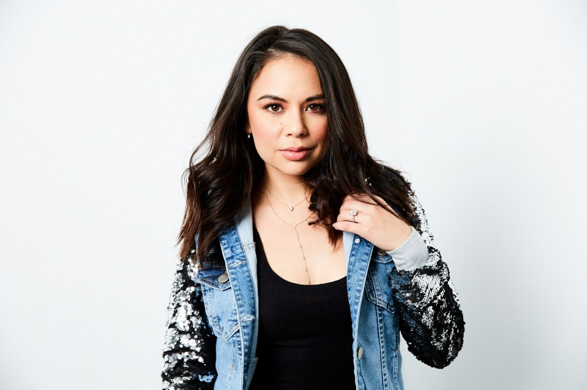Homes & Gardens presents: Wake up with... Janel Parrish