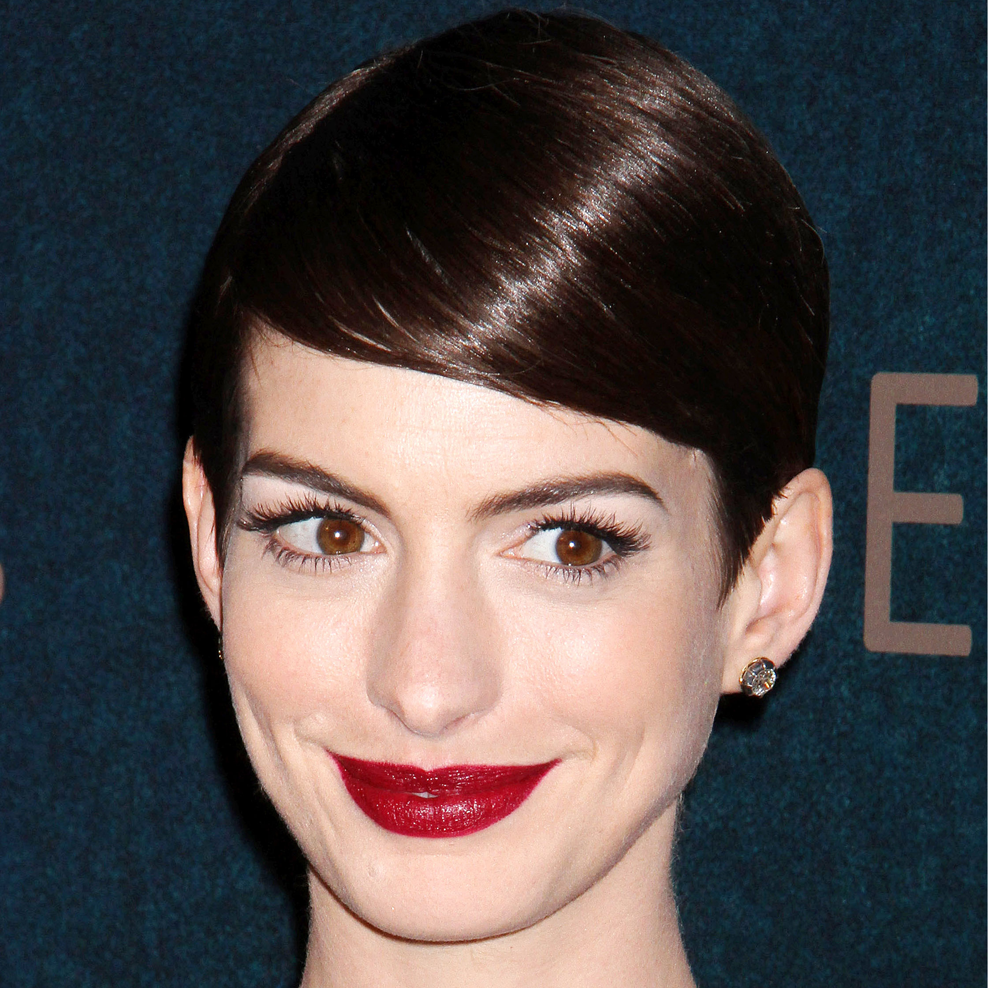 short celebrity hair styles with hairstyles amp home 8066 | Anne Hathaway