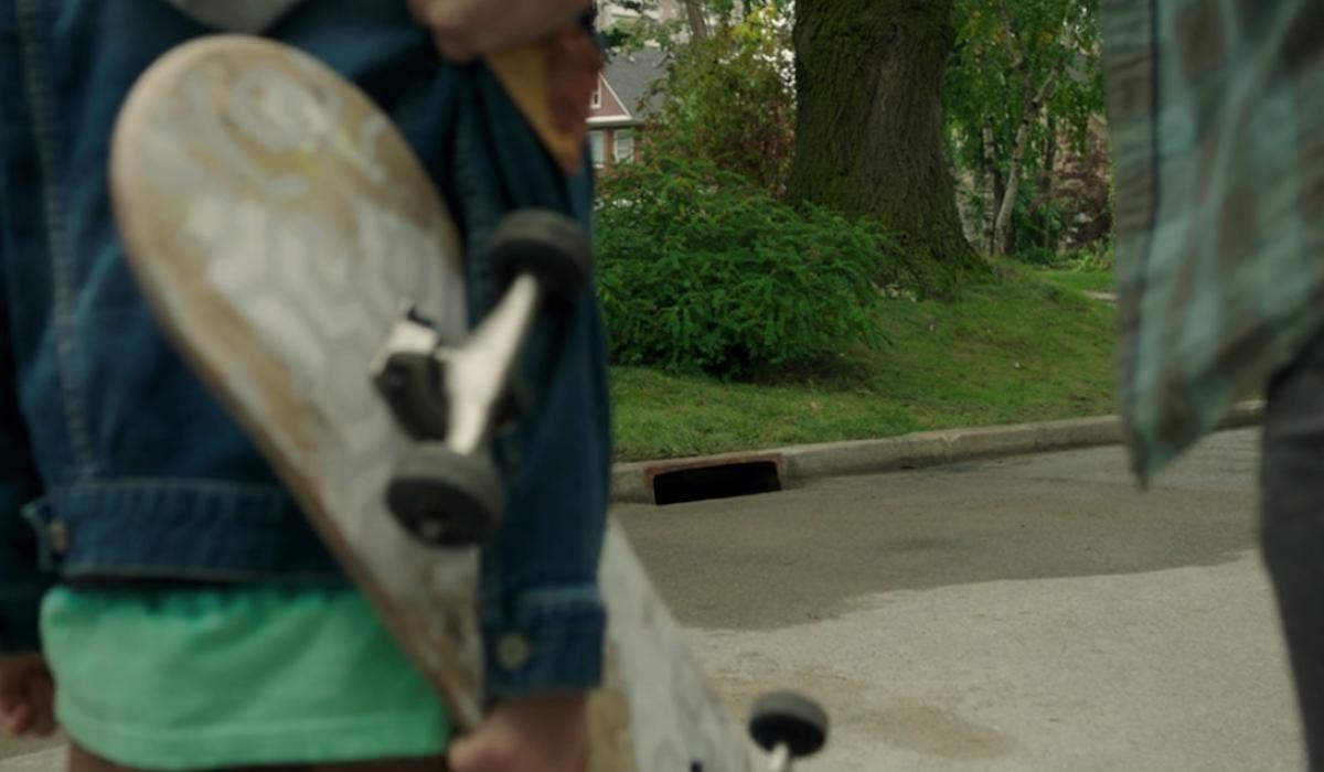 Overlook skateboard in It: Chapter 2
