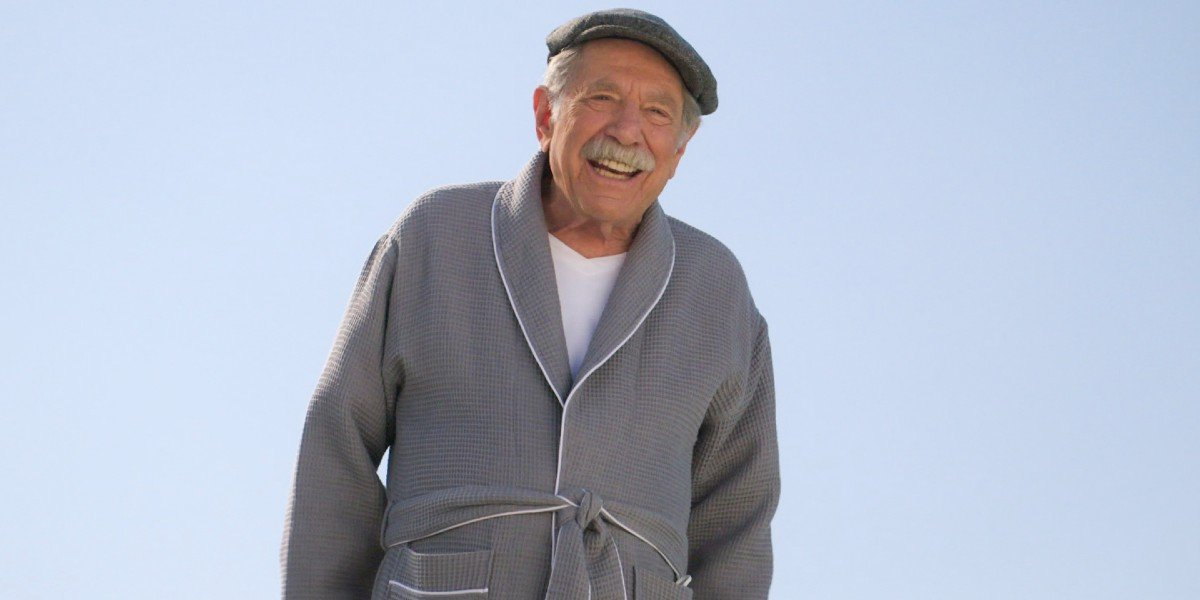 Pops (George Segal) smiling on The Goldbergs (2020)