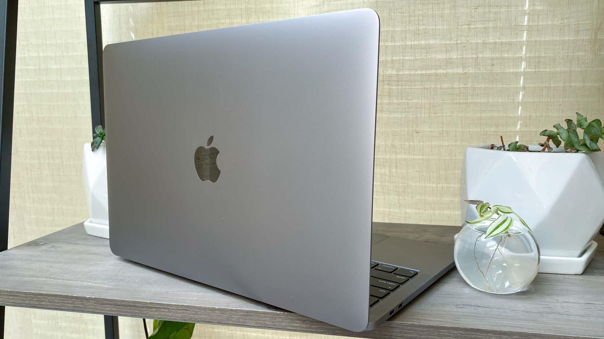 Dell XPS 13 vs MacBook Pro - MacBook Pro rear angle