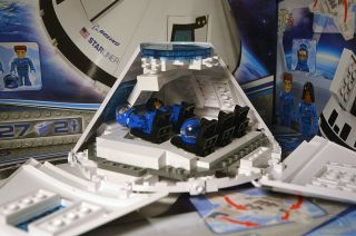 You Can Now Build Boeing's Starliner Capsule With Cobi Toy Blocks