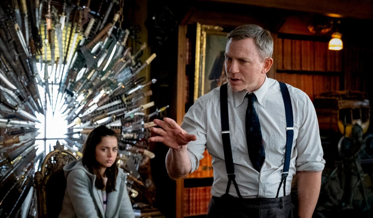 Daniel Craig explains the solution in front of Ana de Armas in Knives Out.