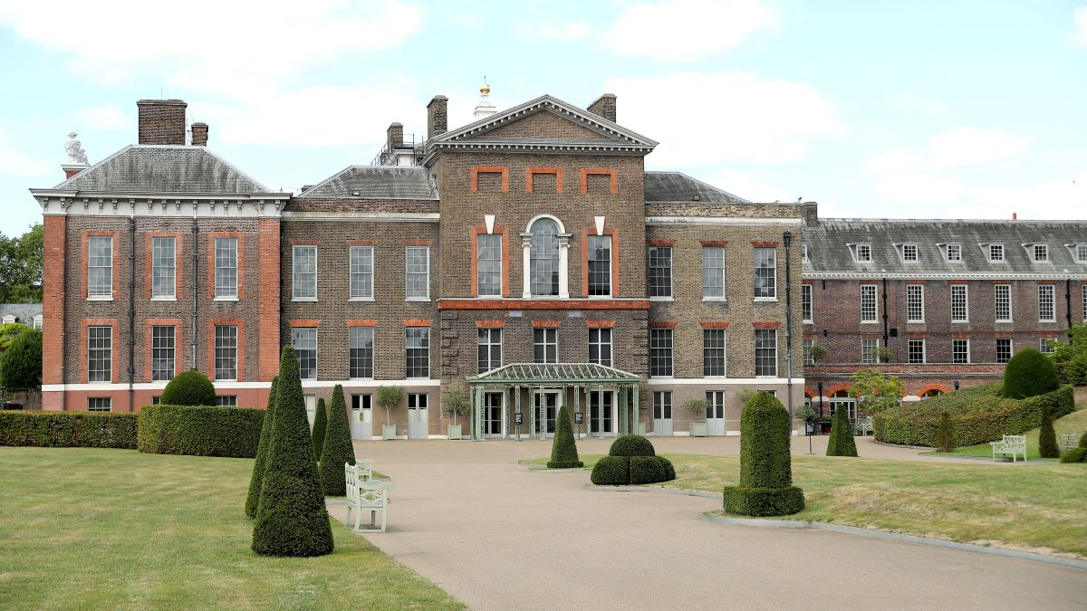 Who lives at Kensington Palace and what is it like inside?