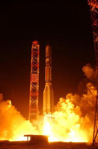 Final Launch of 2005 Orbits U.S. Communications Satellite