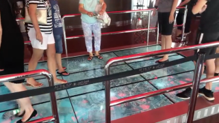 LG, BrightSign, and Dubai-based system integrator DigiComm created an interactive simulation of a glass floor on the 125th-story observation deck of the Burj Khalifa in Dubai.