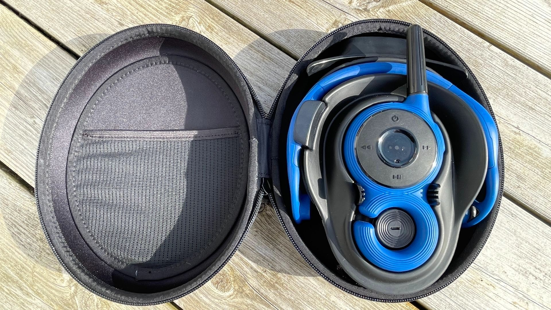 Zygo Solo headset and transmitter in charging case