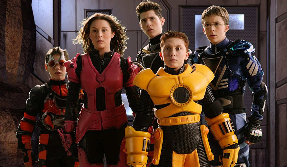 Spy Kids 3: Game Over Alexa Vega and Daryl Sabara in game gear, with friends