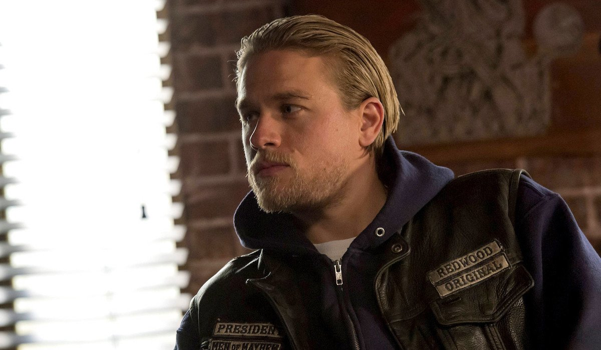 jax teller in the clubhouse sons of anarchy season 7
