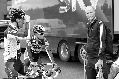Jonny Bellis chats to Steve Cummings, Tour of Britain 2010, race launch