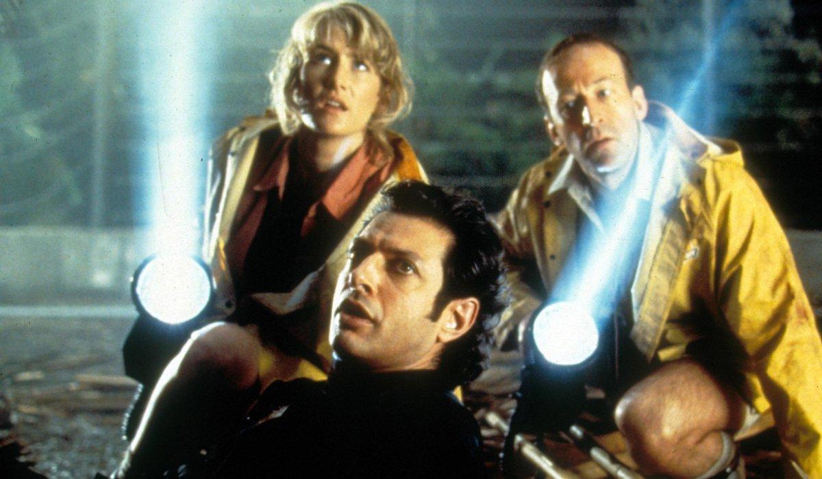 Jurassic Park Jeff Goldblum being helped by Laura Dern and Bob Peck