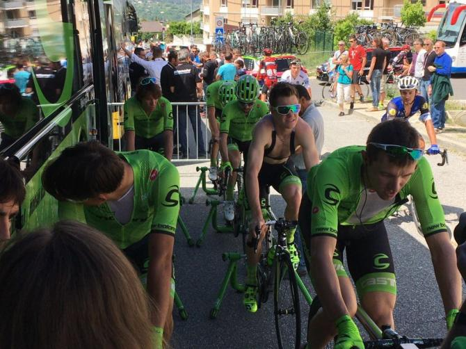 The Cannondale riders warm up ahead of stage 20