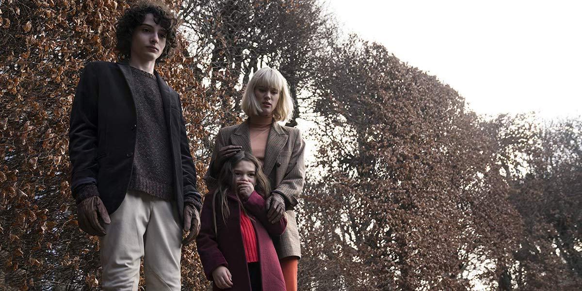 Finn Wolfhard, Brooklynn Prince and Mackenzie Davis in The Turning