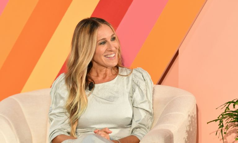 Sarah Jessica Parker sitting in couch at #BlogHer event