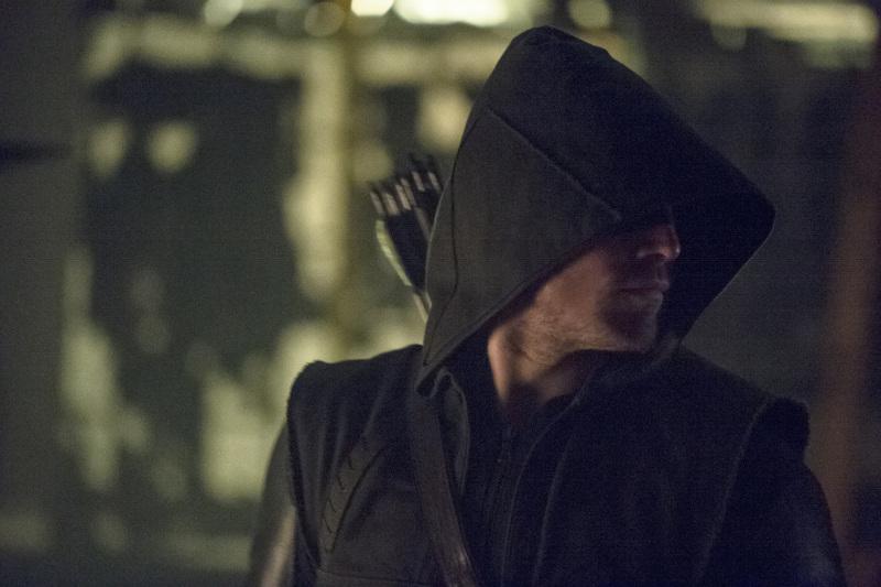 Arrow 'Birds Of Prey' Photos And Episode Description Tease An 'Epic Battle' #30875