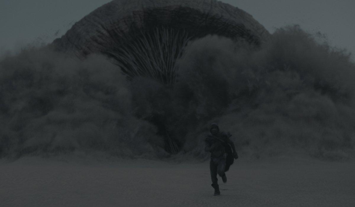 Dune Paul runs from the sandworm