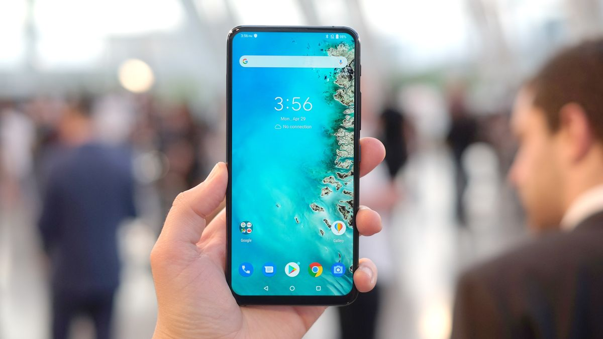 Asus ZenFone 6 vs Samsung Galaxy S10: do you want a flipping camera