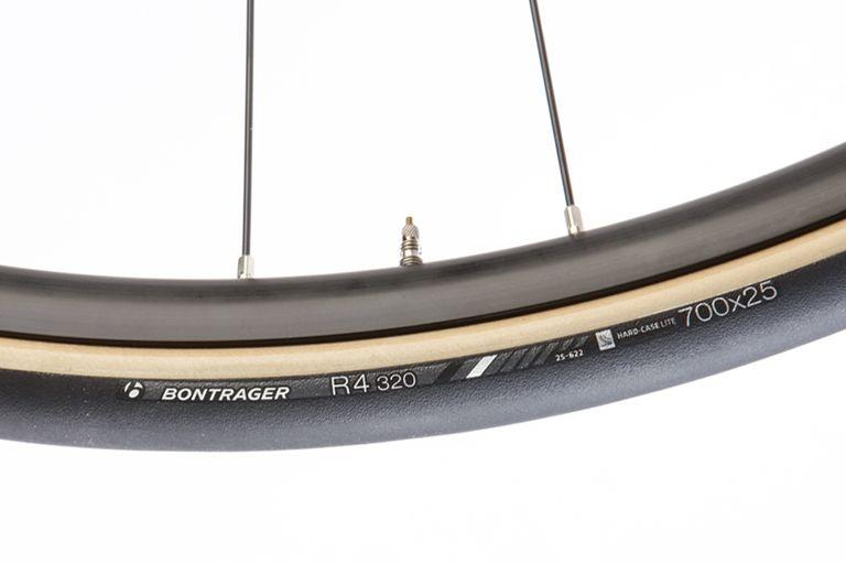 bontrager r4 320 tyres on rim