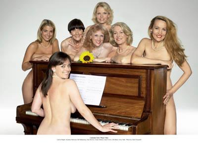 Soap stars strip off for Calendar Girls