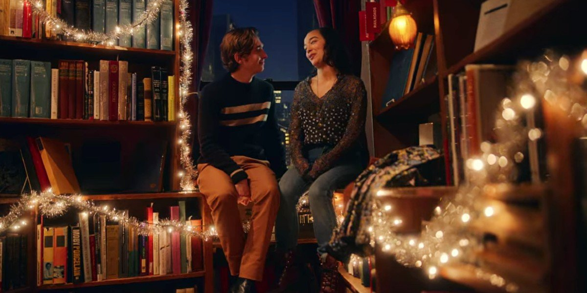 Austin Abrams and Midori Francis in Dash and Lily
