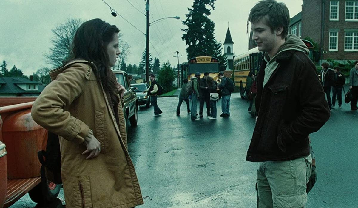 Kristen Stewart and Michael Welsh as Bella and Mike in Twilight