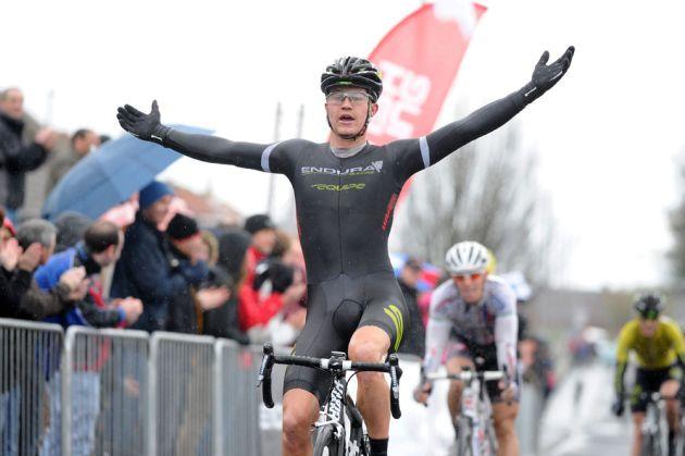 Scott Thwaites wins, Tour DoonHame 2012, stage two
