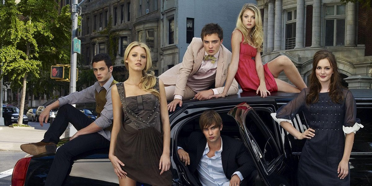 Chase Crawford, Penn Badgley, Leighton Meester, Ed Westwick, Blake Lively, and Taylor Momsen in Goss