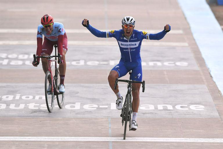 Philippe Gilbert winning Paris-Roubaix 2019