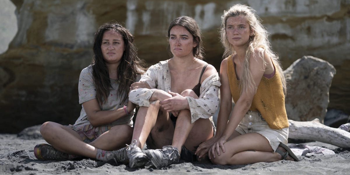 Jenna Clause, Sarah Pidgeon, Mia Healey in The Wilds