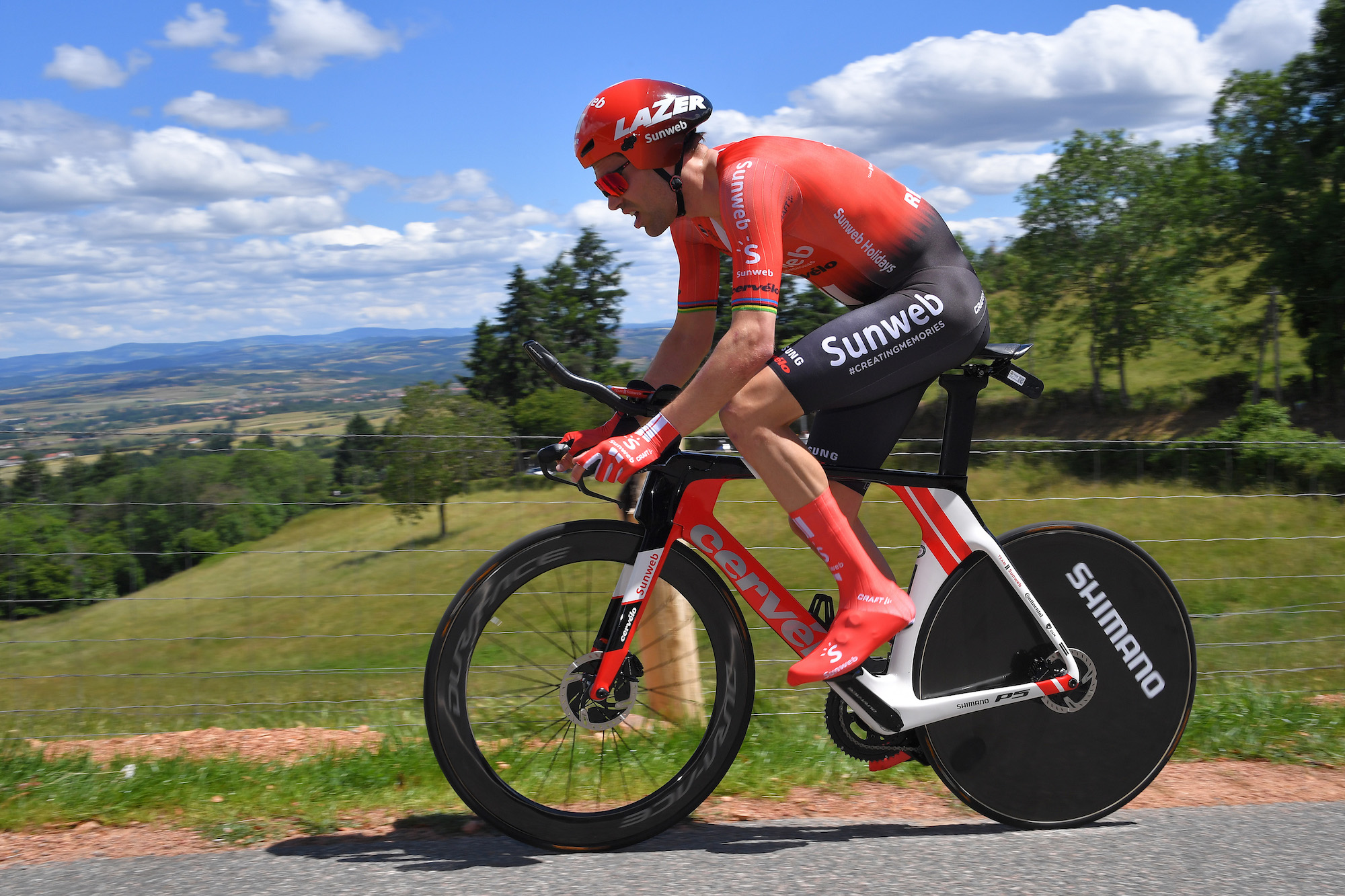 Tom Dumoulin Says Riding The Tour De France Doesn T Make Much Sense If Knee Injury Doesn T Improve Cycling Weekly