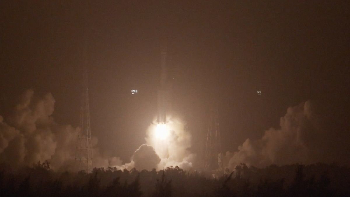 China's Long March 7A rocket launches on 1st successful flight - Space.com