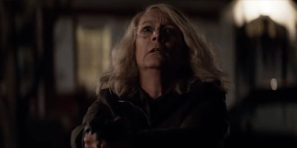 Laurie Strode pointing a gun Jamie Lee Curtis Halloween 2018
