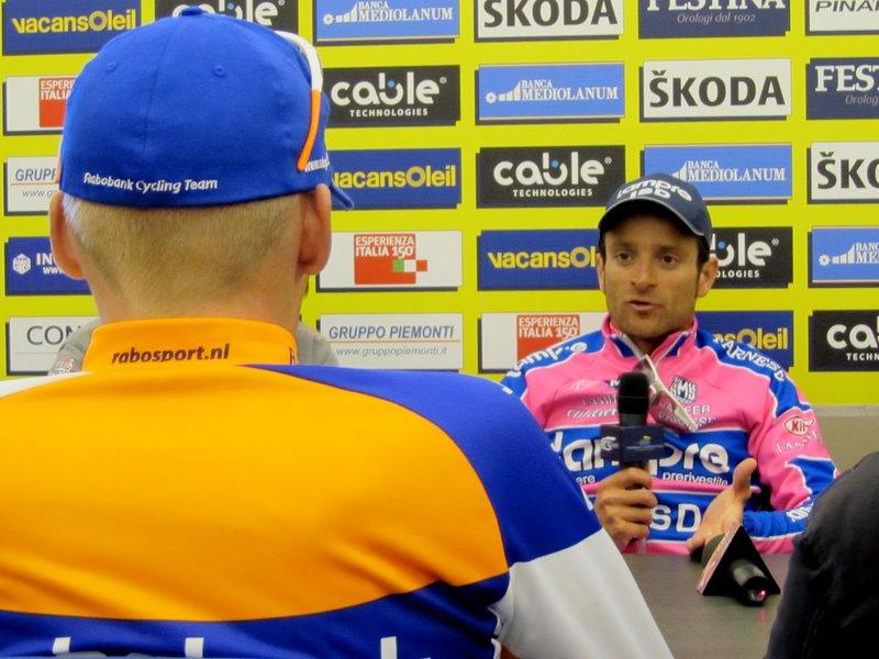 Robert Gesink talks to Michele Scarponi, Tirreno-Adriatico 2011