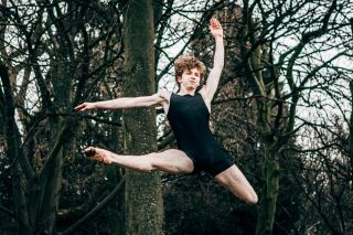 Teenager Tom Oakley is determined to fulfil his dancing dreams.