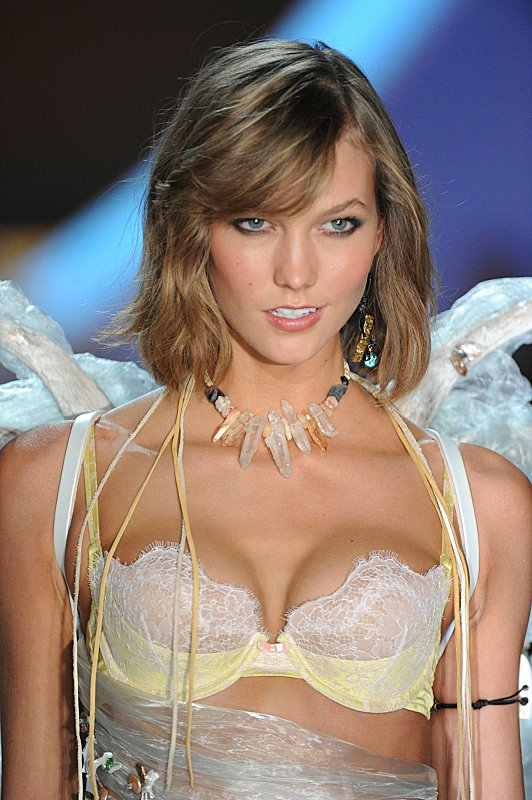 Watch Victoria's Secret Angels Lip Sync To Taylor Swift's 'I Knew You Were Trouble' #29890