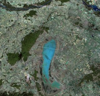 lake-neusiedl-austria-hungary-110329-02