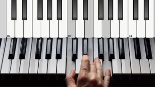 How to play major and minor chords on a keyboard