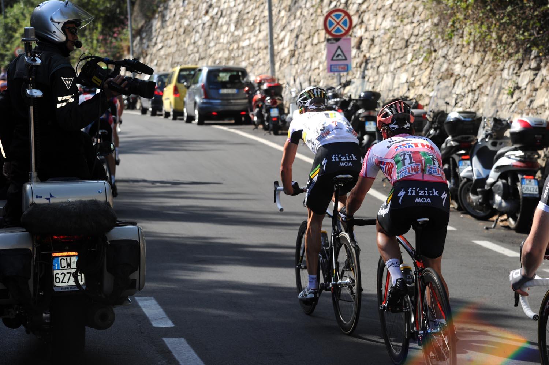 Mark Cavendish drops back, Giro d
